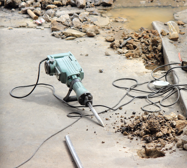 How Professional Concrete Contractors Can Efficiently Repair Your Walkway